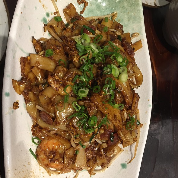 Char Kway Teow (Malaysian Style Fried Rice Noodles With Prawns, Chinese Sausage and Bean Sprouts) @ Kreta Ayer