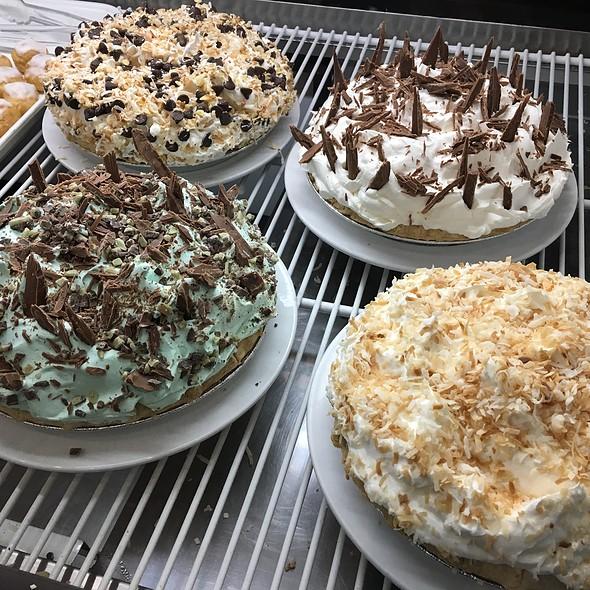 Creme Pies @ Maple Leaf Diner