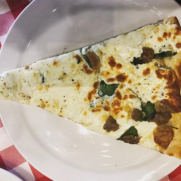 White Pizza With Garlic, Spinach, And Sausage @ Grimaldi's Pizzeria