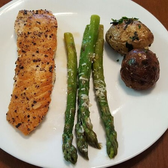 Pan Seared Salmon, Roasted Red Potatoes Topped With Garlic, Chili, Lemon And Mint, And Asparagus with Parmesean