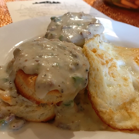 Biscuits And Jalapeño Gravy