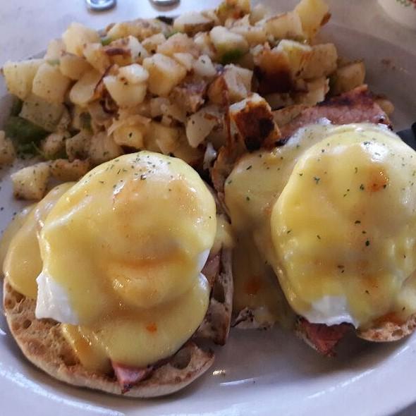 Eggs Benadict @ Richie's Real American Diner