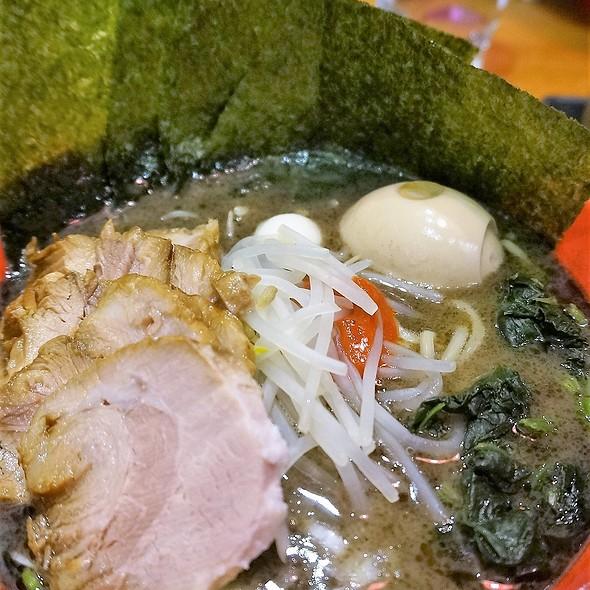 特松黑豬骨拉麵 Black Tokumatsu Ramen with Special Toppings