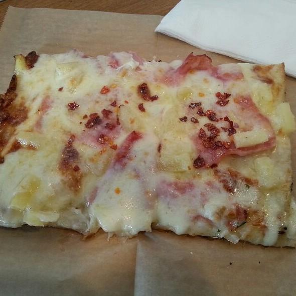 Hawaiian @ Double Zero Pizza