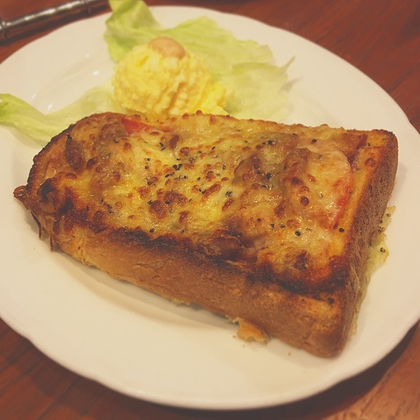 Smoked Chicken & Ham Pizza Toast