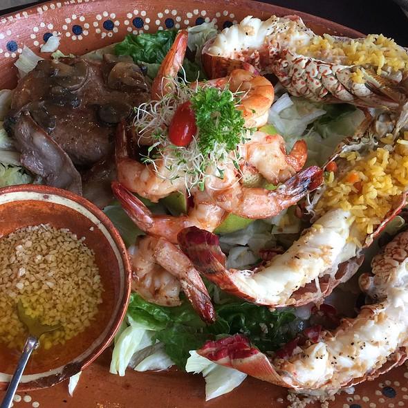 Seafood & Filet Mignon Special @ Restaurant Bar El Set
