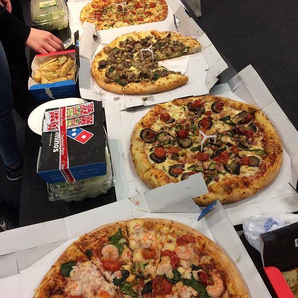 Assorted Pizzas @ ドミノ・ピザ青山店