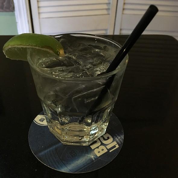 gin and tonic @ Barney McBears
