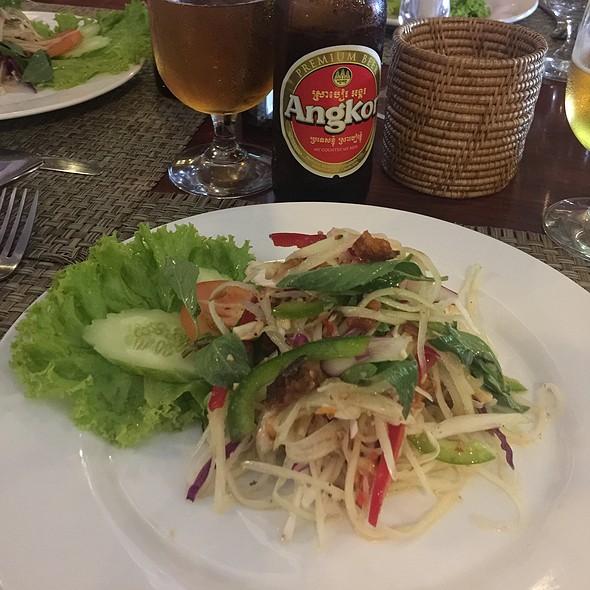 Salad @ Khmer Booloom
