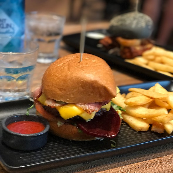 Cheese Burger @ The Sporting Globe Chermside