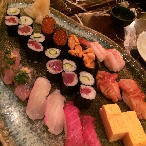 Assorted Sushi @ すし居酒屋八兵衛
