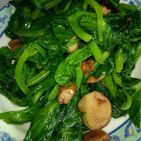 Snow Pea Shoots With Garlic @ Ton Kiang