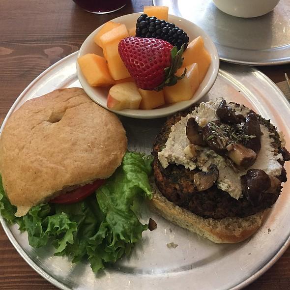 Ben Burger @ The Amazing Kale Burger