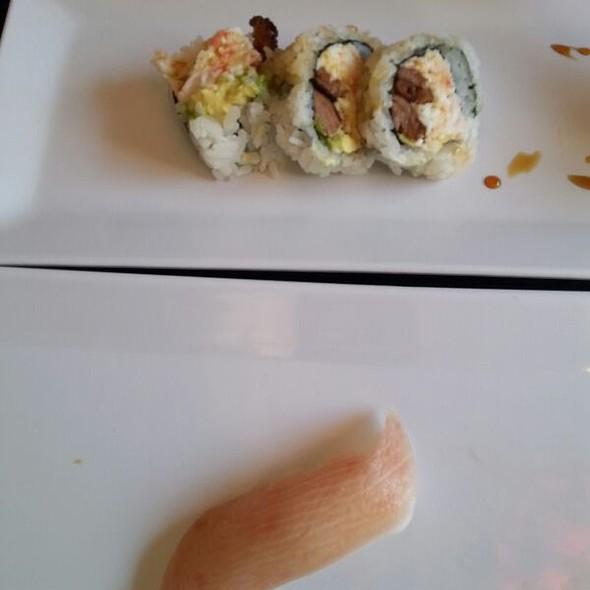 Yellow Tail Sushi Roll @ kingkong sushi