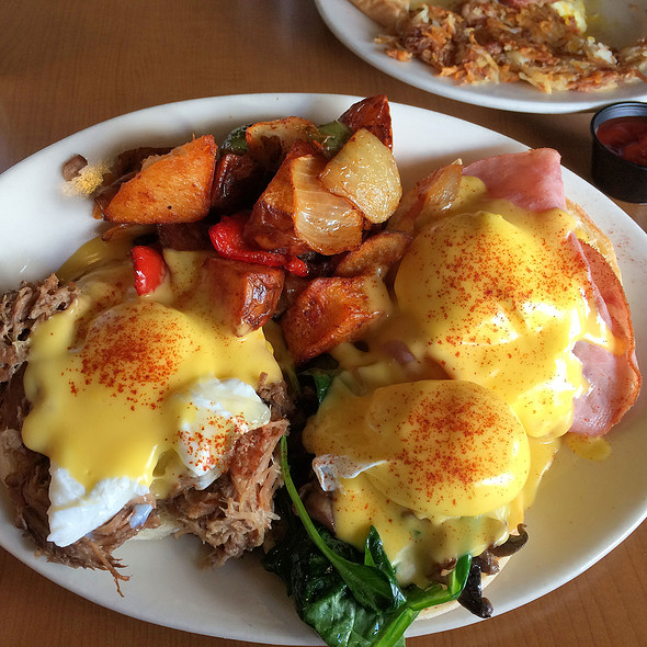 Triple Benedict - Kalua Pig, Spinach, and Ham