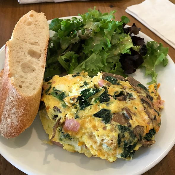 Ham, Cheese, Spinach, Mushroom And Cheddar Omelette