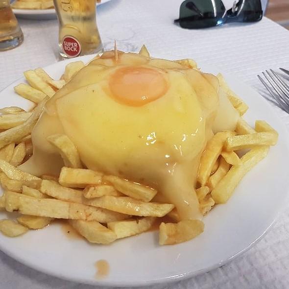 Francesinha @ Café Santiago