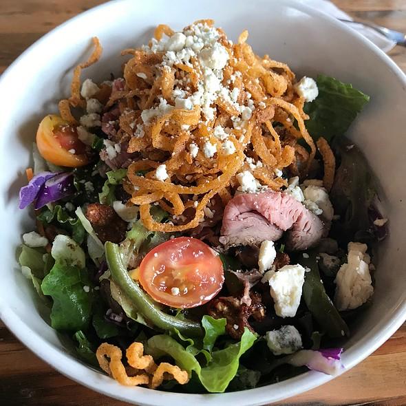 Roadhouse Salad @ Buckhorn Bbq