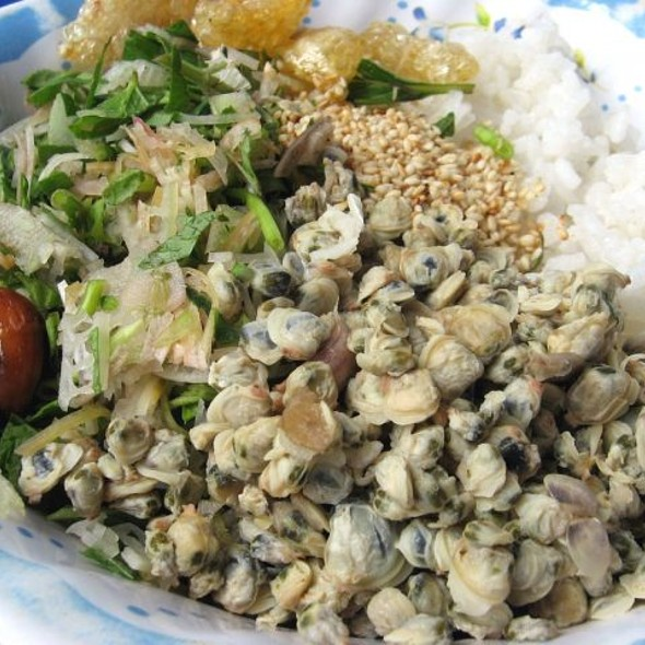 Cơm hến (baby basket clams rice)