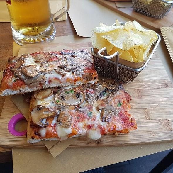Pizza Mushrooms @ Caffe Vaticano