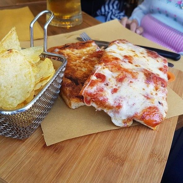 Pizza Margherita @ Caffe Vaticano
