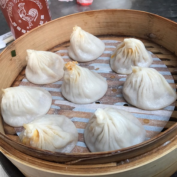 Pork and Crabmeat Soup Dumplings @ Golden Shopping Mall