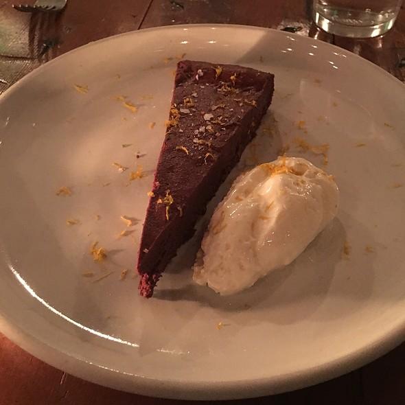 Chocolate Cake @ Manuela La