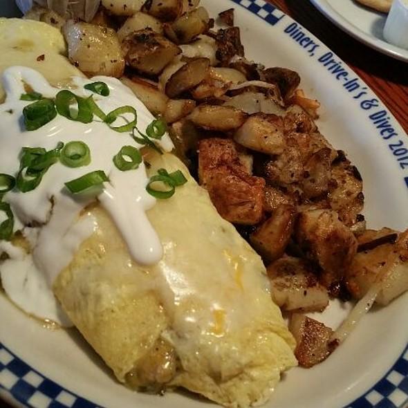 Chili Verde Omelette @ Petes Breakfast House