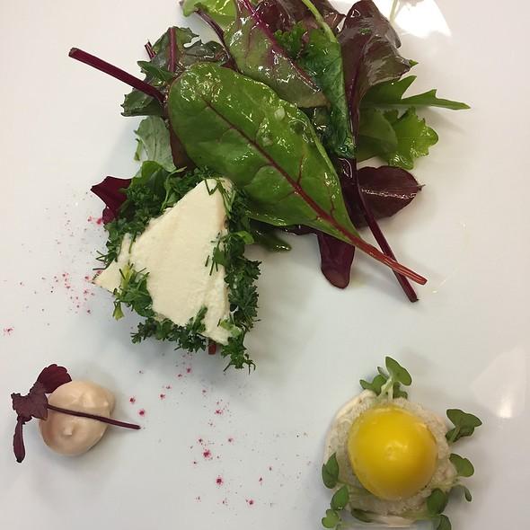 Salad/Quail Egg / Goat Cheese