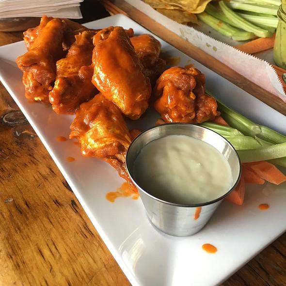 Buffalo Wings @ Green Rock Tap & Grill