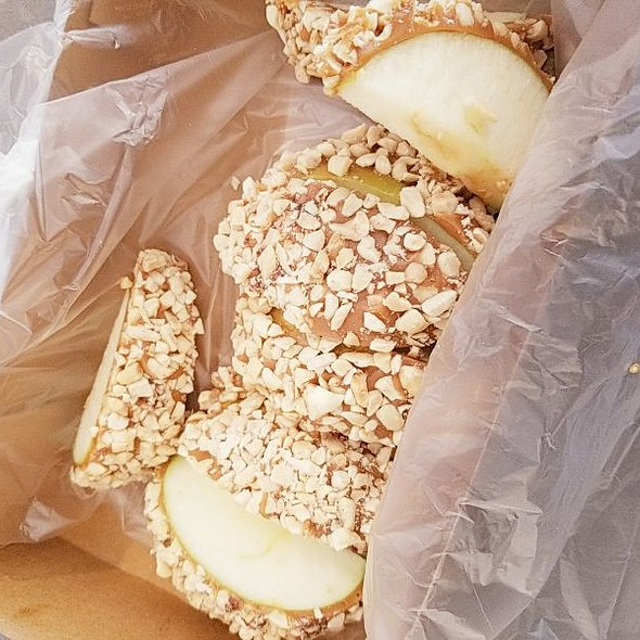 Peanut Butter Caramel Apple @ Bert & Rocky's Cream Co