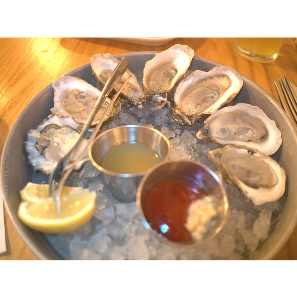 Oysters @ Hank's Oyster Bar