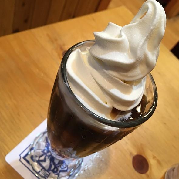 Ice Coffee Float @ コメダ珈琲店 横浜西口北幸店