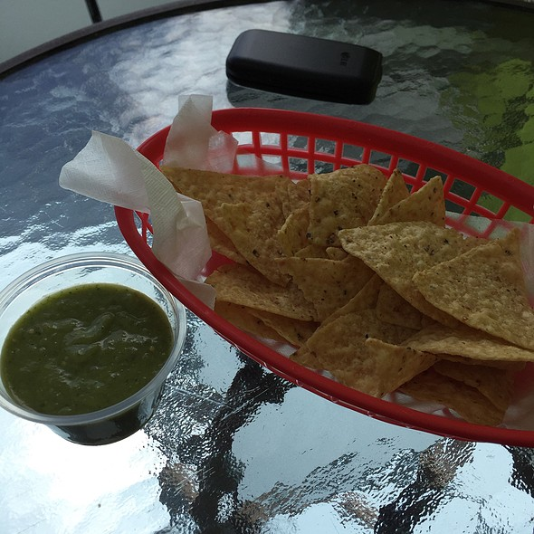 Avocado Salsa With Fresh Chips