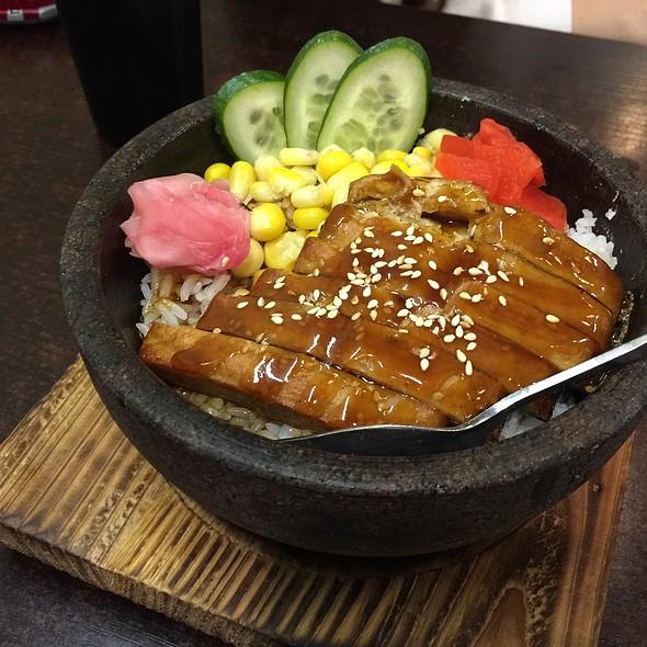 Imitate Eel Rice In Stone Bowl