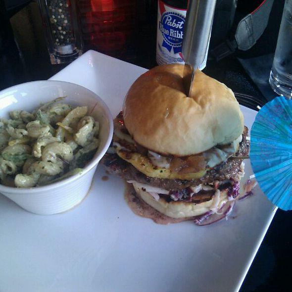 Tiki Burger @ Americana