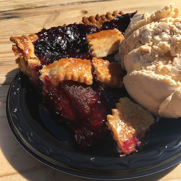 Blackberry Pie Ala Mode With Brown Sugar Cinnamon Ice Cream