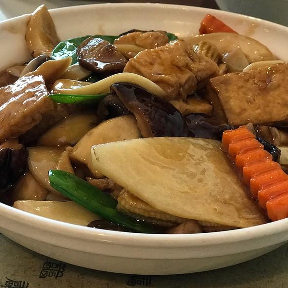 Braised Tofu with Three Kinds of Mushrooms