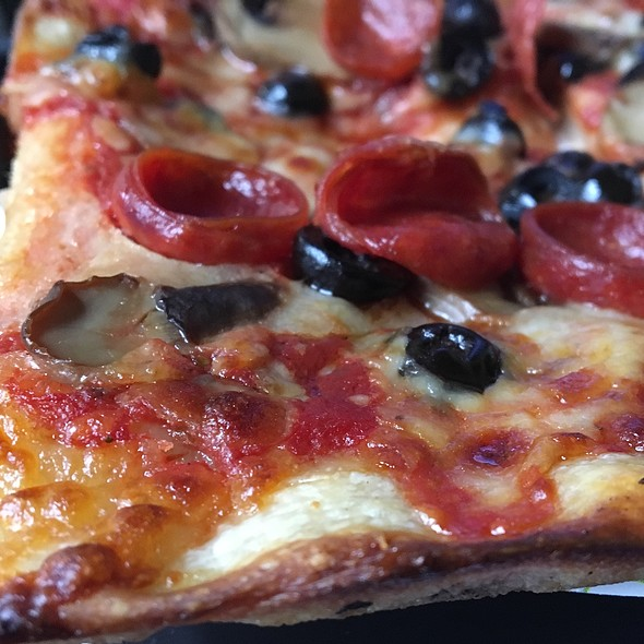 Pepperoni Pizza With Black Olives And Mushrooms @ Tommy's Pizza
