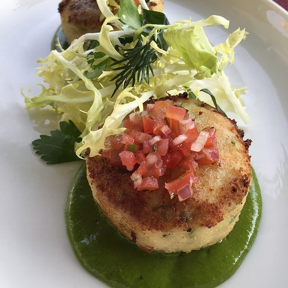Crab Cakes With Olive Tepanade