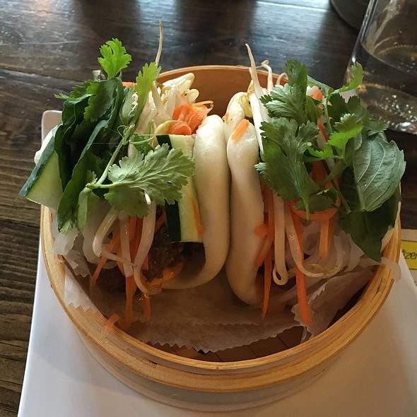 Lemongrass Chicken Banh Mi Steamed Buns