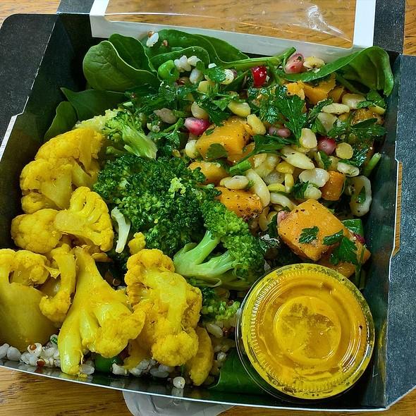 Super Beans, Brocolli and Turmeric Cauli Veggie Box @ Veggie Pret