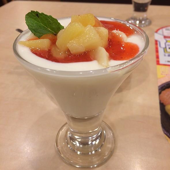 Fruity Yogurt @ ガスト 渋谷公園通店