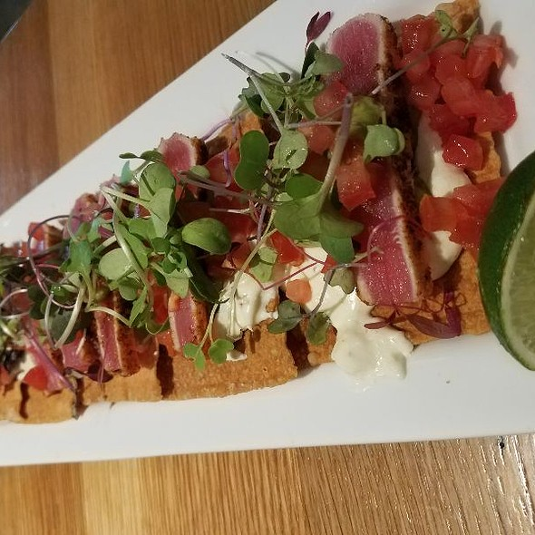 Blackened Tuna Nachos @ The Cowfish Sushi Burger Bar