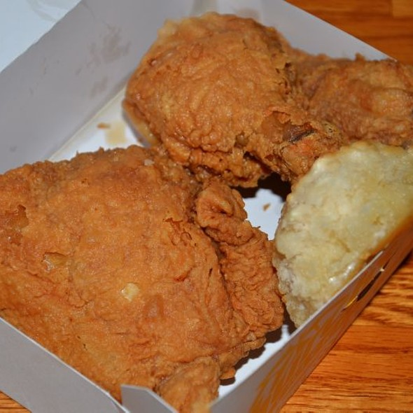 $2.99 Daily 3 Piece Chicken Special