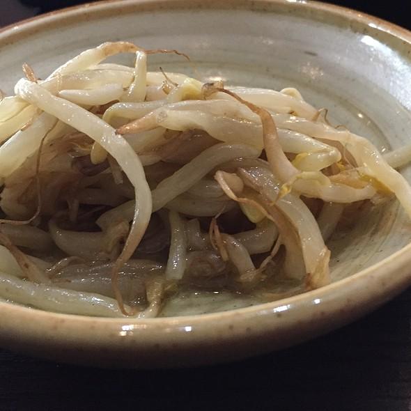Soja Sprouts Salad