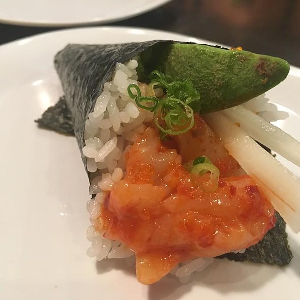 spicy hotate hand roll @ Aniki's Sushi