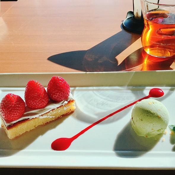 Strawberry Tart And Pistachio Ice Cream W/ Raspberry Sauce