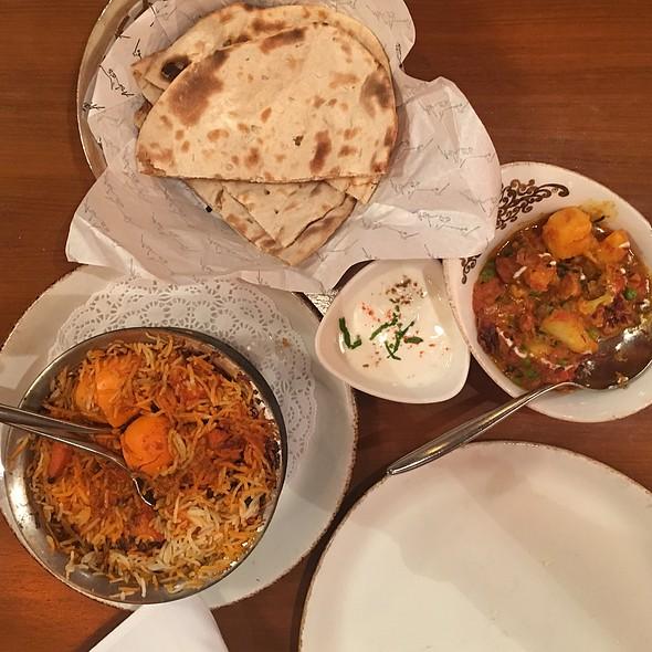 Murgh Biryani, Aloo Gobi & Roti