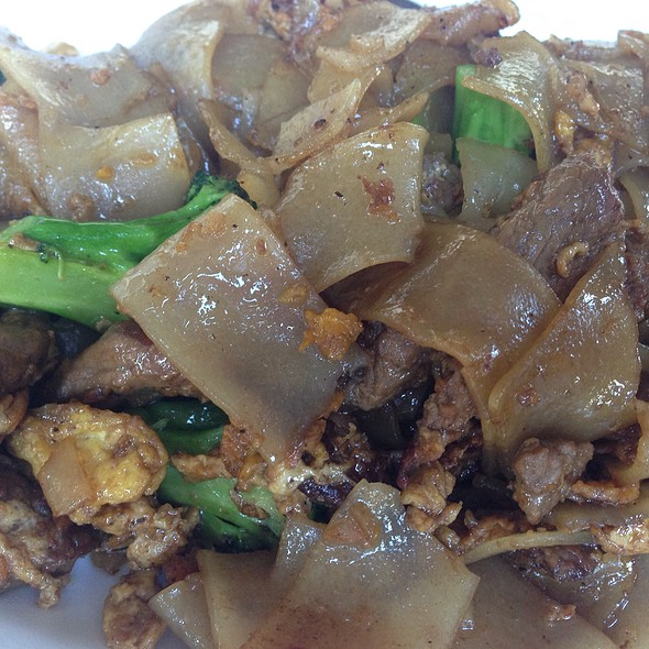 Pad See Eew With Beef